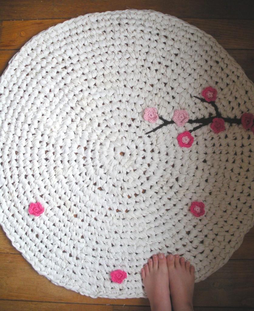 Tapete de crochê - branco com aplicação