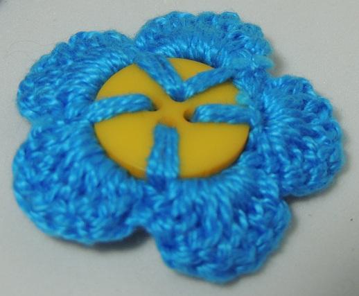Flor de Crochê em Botões - azul verso